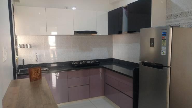 modular kitchen  in pu finish with back painted glass :   by aashita modular kitchen