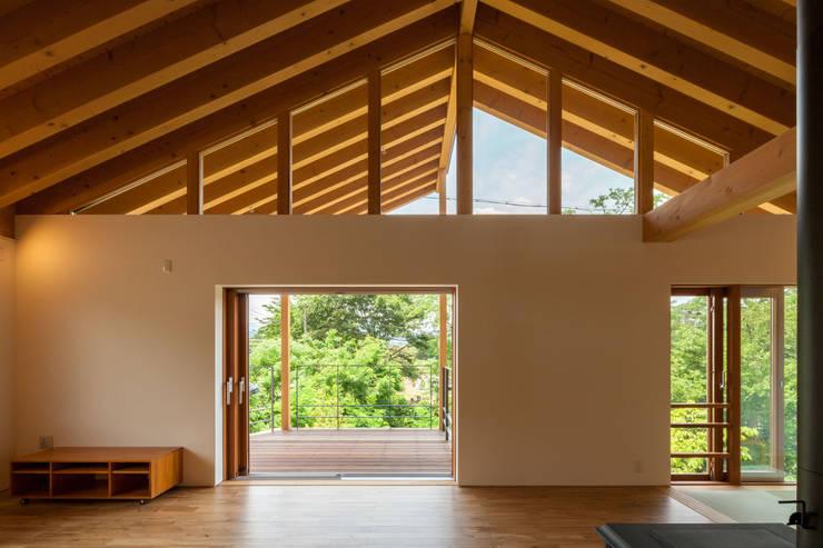 小布施雁田の家: 伊東亮一建築設計事務所が手掛けたテラス・ベランダです。