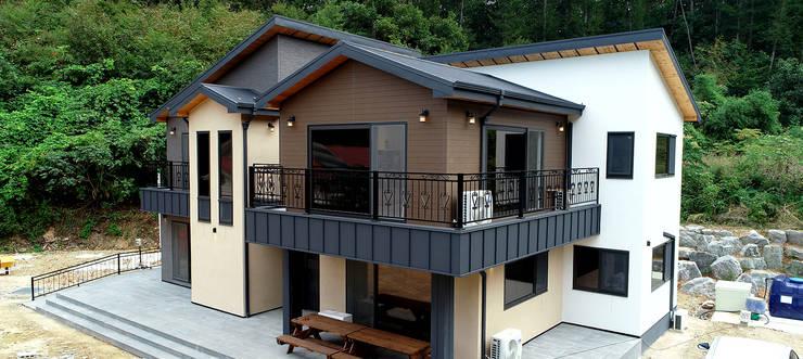 주택 외부: 더존하우징의  주택,컨트리