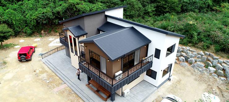 주택 외부: 더존하우징의  전원 주택,모던