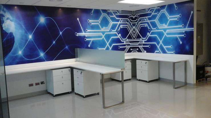 MOBILIARIOS ÁREA DE OPERATIVOS: Oficinas de estilo  por Design Comercial