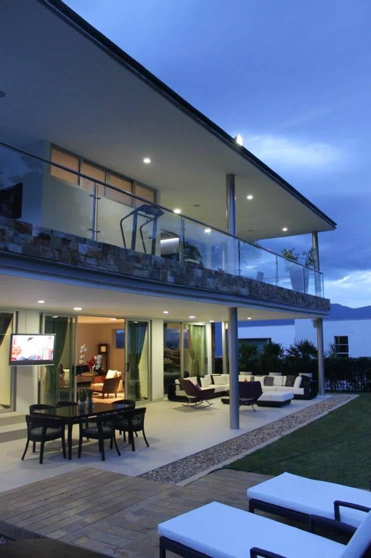 FACHADA ILUMINADA 2: Casas de estilo  por IngeniARQ Arquitectura + Ingeniería