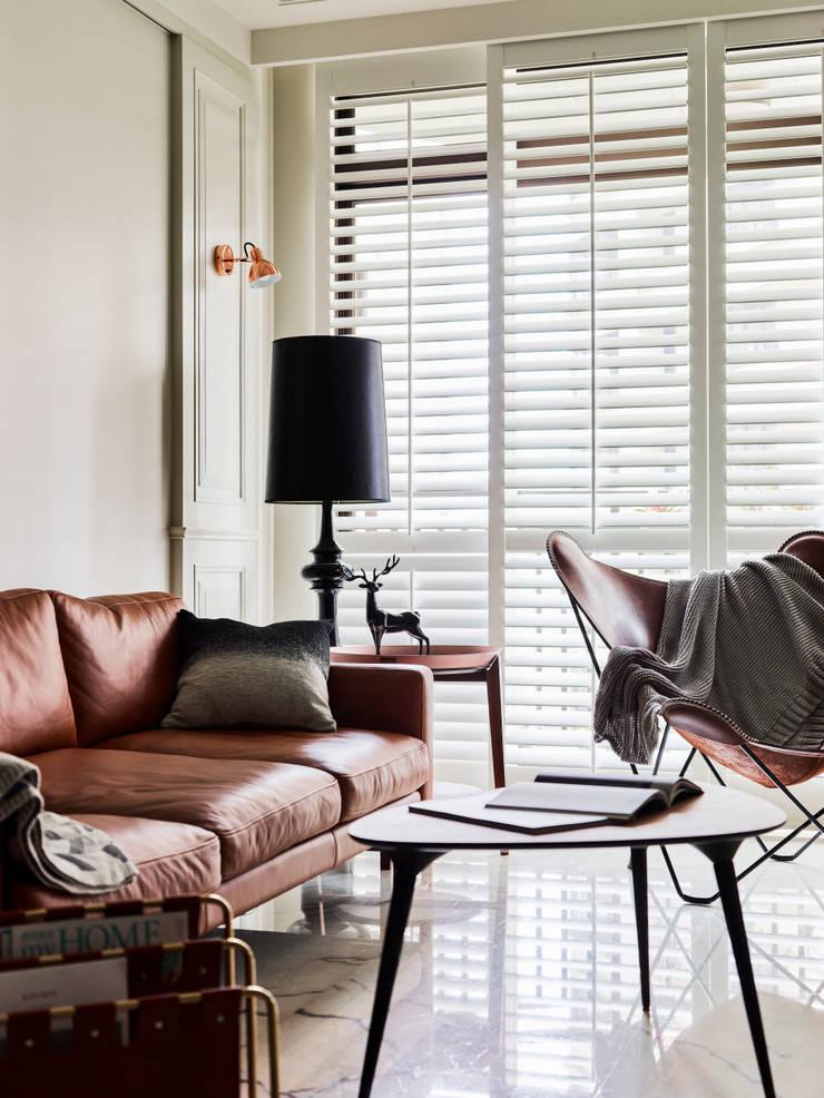 品味的奢華:  客廳 by 耀昀創意設計有限公司/Alfonso Ideas