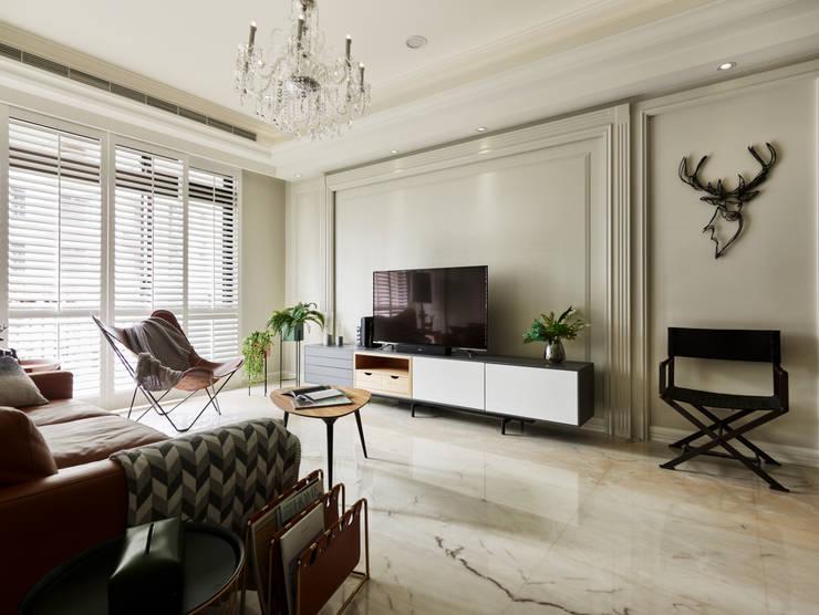 象白色的基底:  客廳 by 耀昀創意設計有限公司/Alfonso Ideas