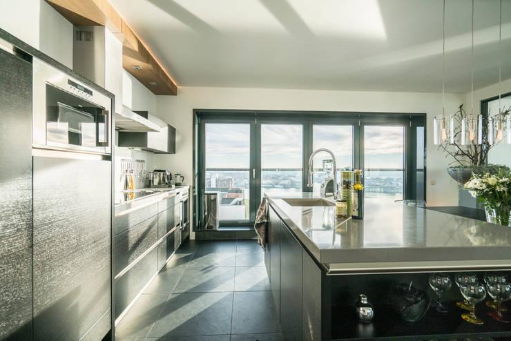 Modern style kitchen by Masters of Interior Design Modern
