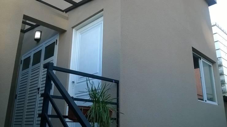 Ampliación en altura Vivienda Familiar: Casas unifamiliares de estilo  por Arquivolta A&D