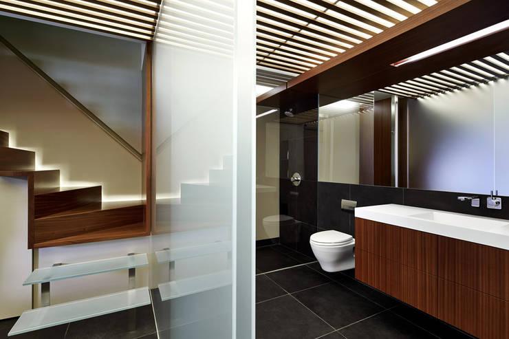 Aperture:  Corridor & hallway by KUBE Architecture