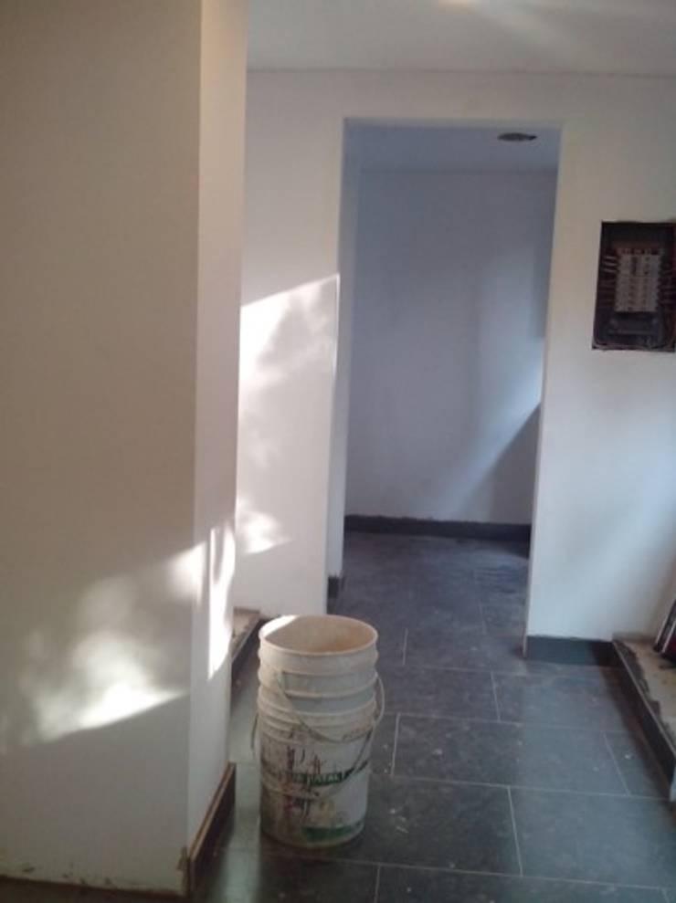 Instalación piso en porcelanato: Cocinas integrales de estilo  por Cambia Tu Nido