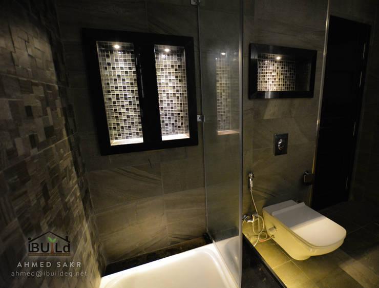 جزء من مشروع: حمام غرفة نوم رئيسية بأحد مواقع الشركة بالقاهرة الجديدة، مصر:   تنفيذ iBuild for Architecture & Decoration اي بيلد للعمارة و الديكور