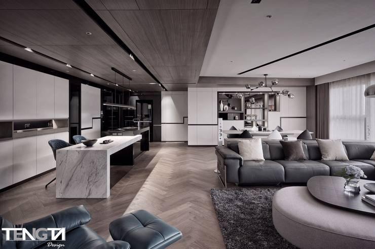 線條 ╳ 藝術:  客廳 by 騰龘空間設計有限公司