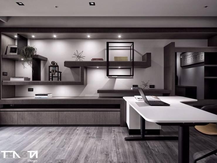 線條 ╳ 藝術:  書房/辦公室 by 騰龘空間設計有限公司