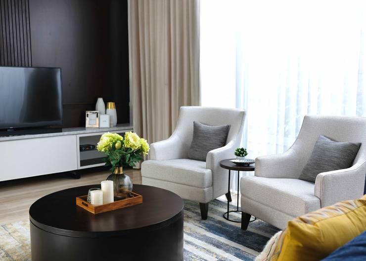 LV Residence:  Ruang Keluarga by EquiL Interior