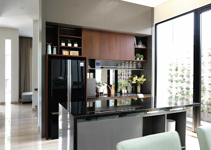 LV Residence:  Dapur built in by EquiL Interior