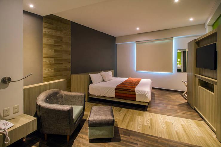 Hotel iPico: Recámaras de estilo  por DIN Interiorismo
