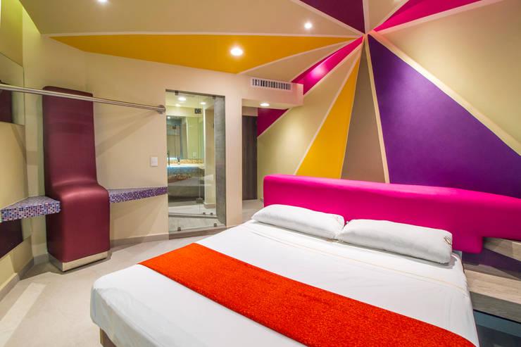 飯店 by DIN Interiorismo , 現代風