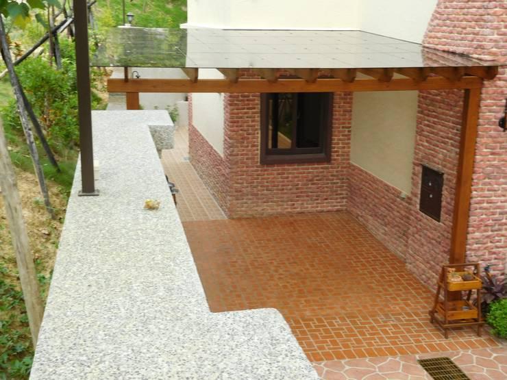 南方松。美觀。堅固。耐用:   by 園匠工坊-採光罩 玻璃屋 小木屋 露台 南方松木作工程