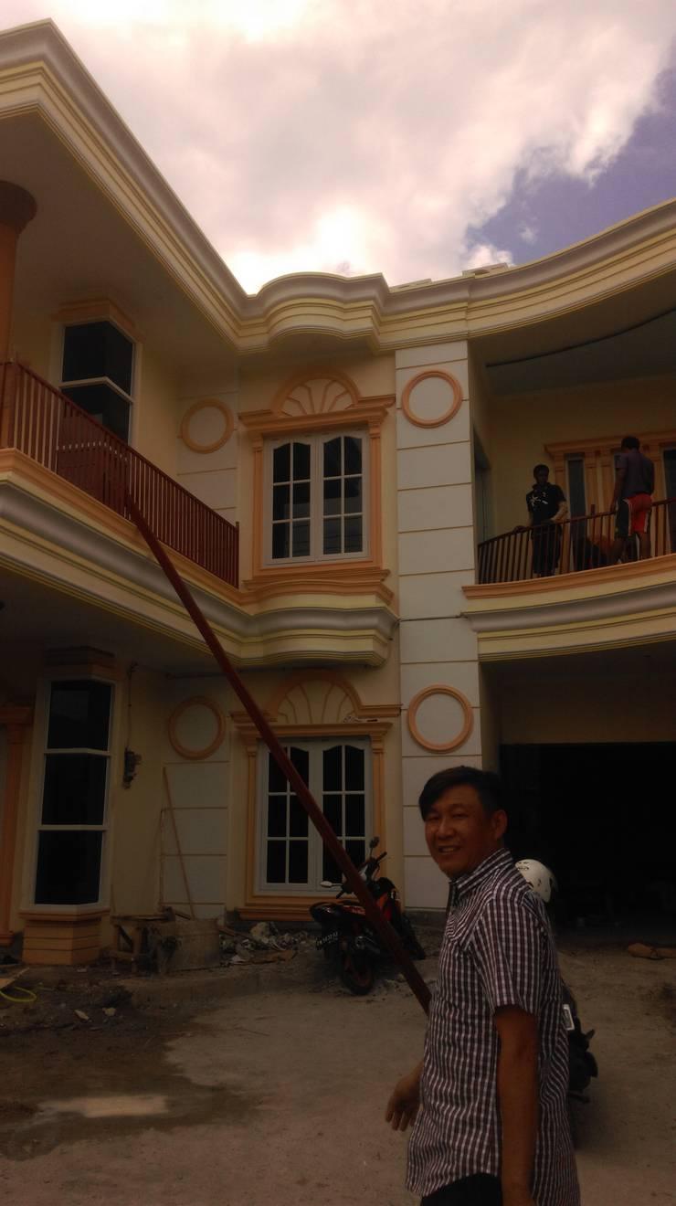 Proyek rumah pribadi design plus kerja upah dan bahan jl towua 1 palu sulteng exterior dan interior:   by delian41