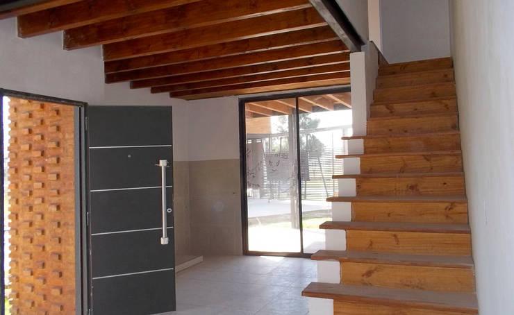 Interior: Casas unifamiliares de estilo  por Metamorfosis arquitectura y diseño,