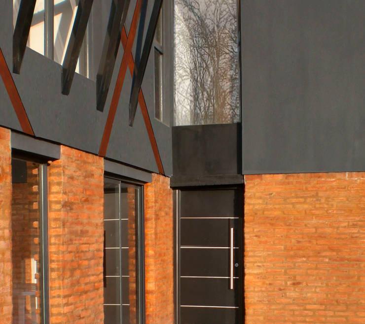 Casa V: Casas de estilo  por Metamorfosis arquitectura y diseño,