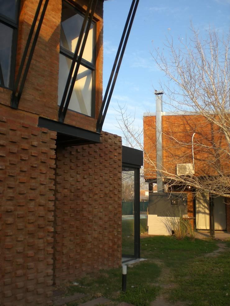 Condominio Los Pinos / Fisherton / Rosario: Casas unifamiliares de estilo  por Metamorfosis arquitectura y diseño,