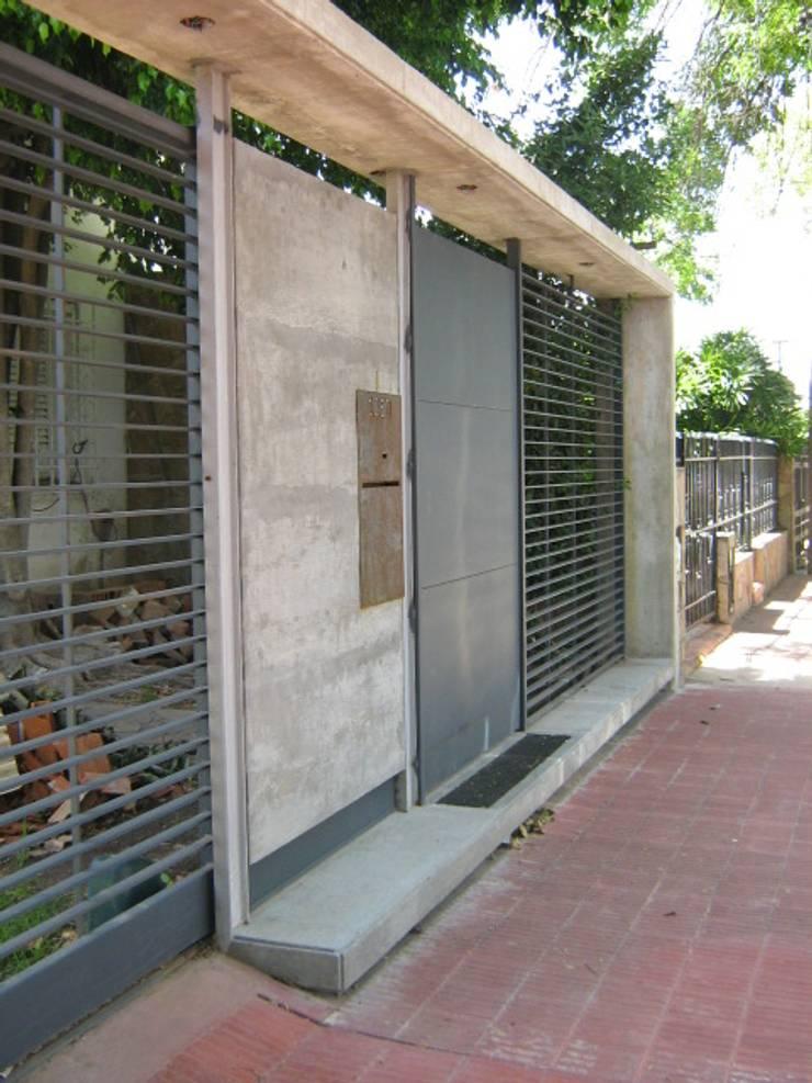 Remodelación y ampliación - Asociada con Mauro Bianchi. Casa Zampella.: Casas unifamiliares de estilo  por Metamorfosis arquitectura y diseño,