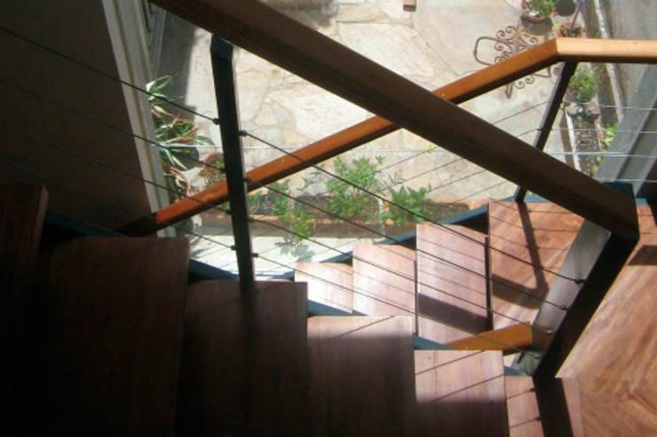 Paño vidriado con marco perdido.: Escaleras de estilo  por Metamorfosis arquitectura y diseño,