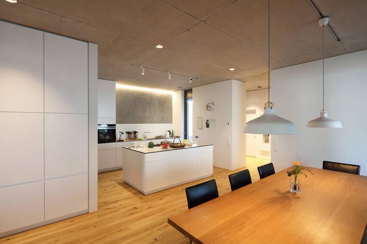 Architekturbüro zwo Pが手掛けたシステムキッチン