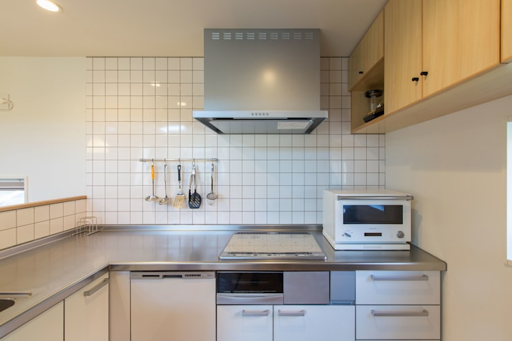 Built-in kitchens by アース・アーキテクツ一級建築士事務所