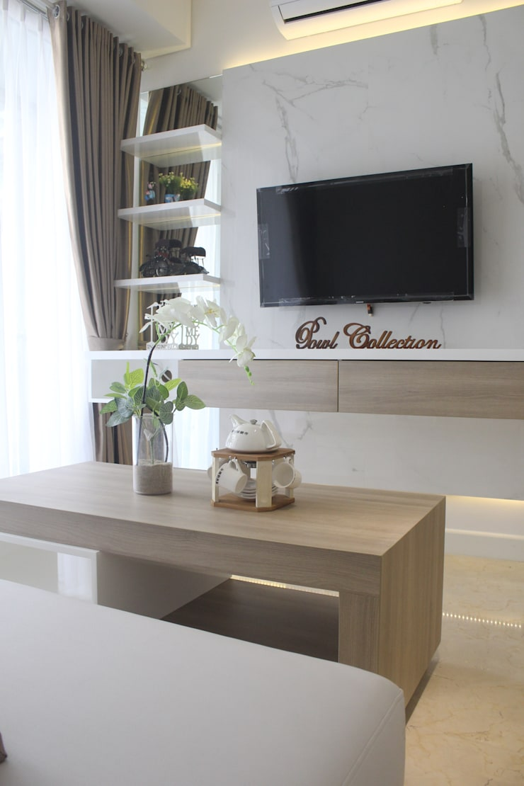 Apartemen Landmark II – Tipe  2 Bedroom (Design I):  Ruang Keluarga by POWL Studio