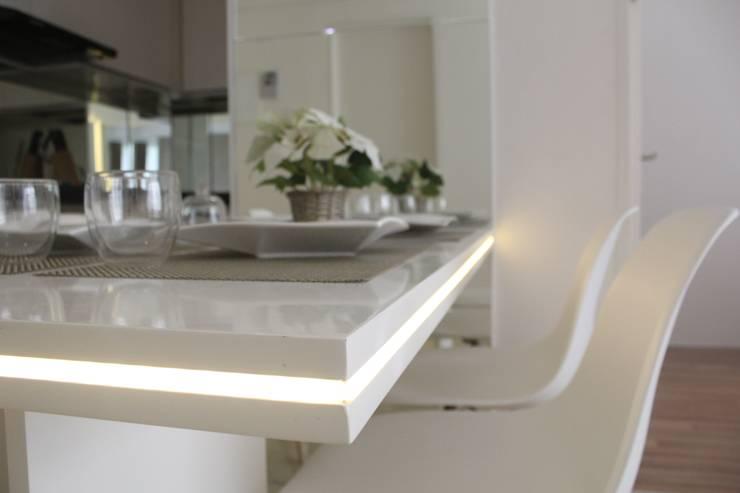 Apartemen Landmark II - Tipe  2 Bedroom (Design I):  Ruang Makan by POWL Studio