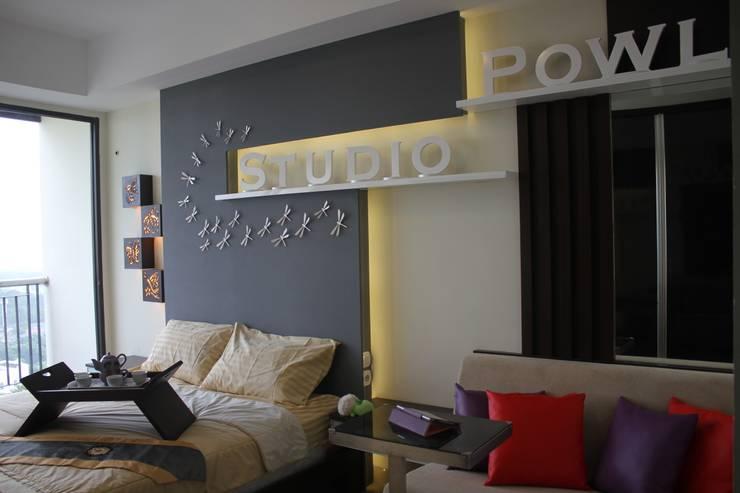 Dekorasi Dinding:  Walls & flooring by POWL Studio
