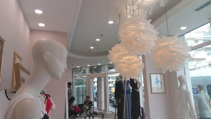 Light Flowers, Sospensioni : Negozi & Locali Commerciali in stile  di SeFa Design by nature