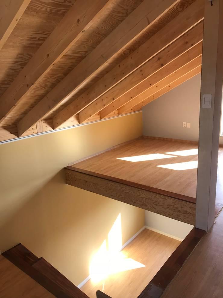 2층과다락방: 집으로의  남아 침실