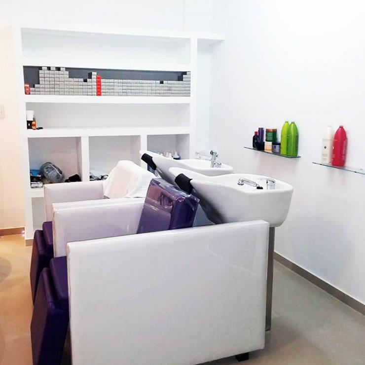 Salon de Belleza - La Plata : Oficinas y Tiendas de estilo  por Arquimundo 3g - Diseño de Interiores - Ciudad de Buenos Aires,