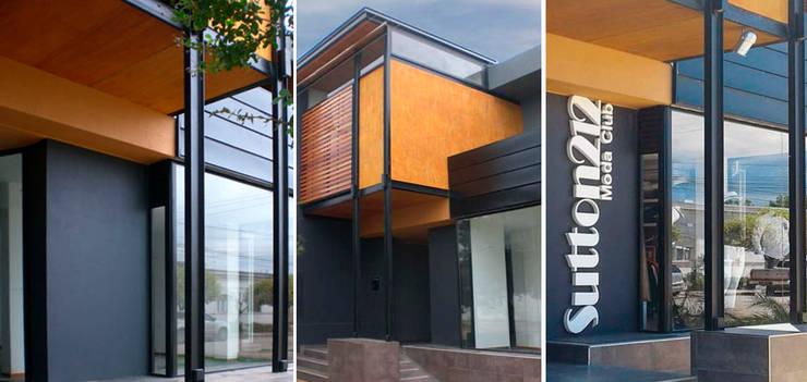 Fachada: Oficinas y Tiendas de estilo  por Metamorfosis arquitectura y diseño,Moderno Hierro/Acero