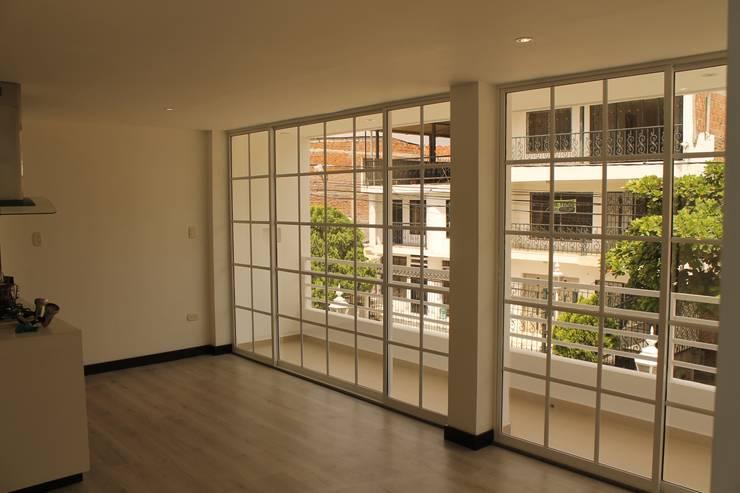 SALA: Salas de estilo  por IngeniARQ Arquitectura + Ingeniería, Moderno