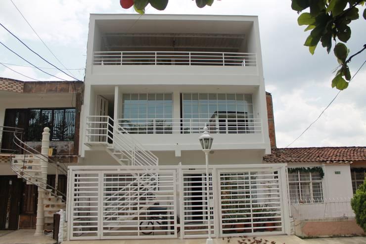 FACHADA PRINCIPAL 2: Casas de estilo  por IngeniARQ Arquitectura + Ingeniería, Moderno