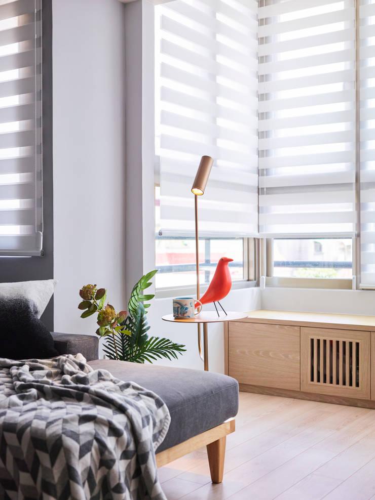 湖光深色 RIVER SIDE  VIEW:  窗戶 by 耀昀創意設計有限公司/Alfonso Ideas
