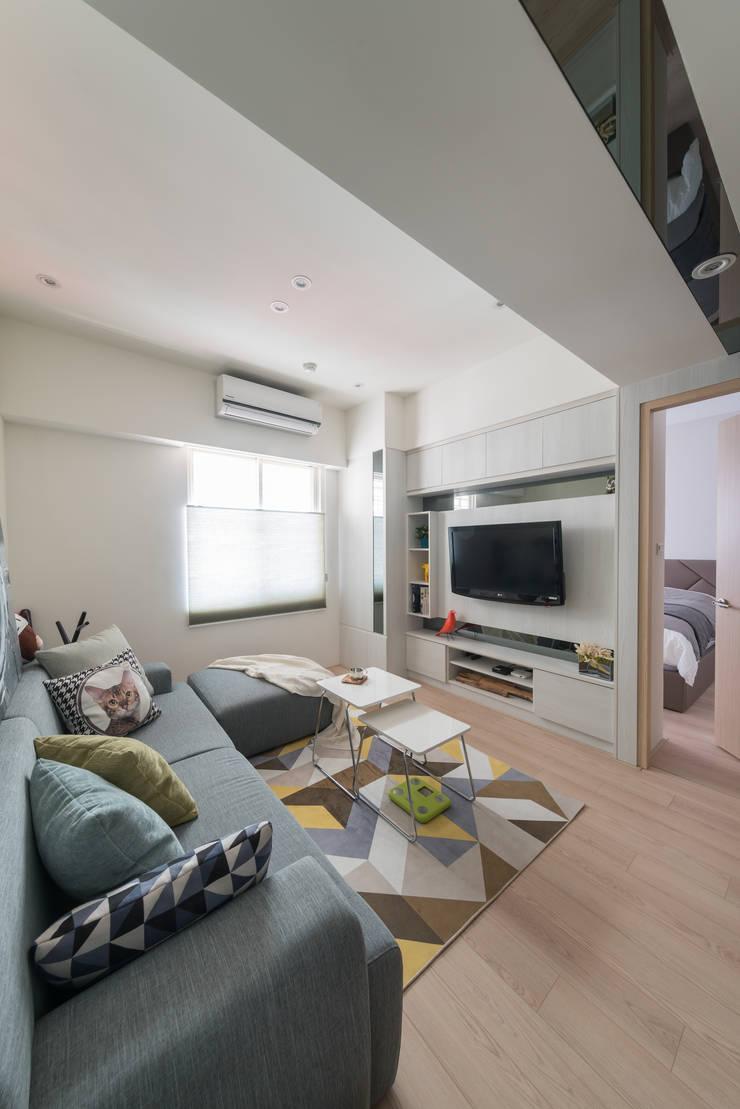 觀渡:  客廳 by 耀昀創意設計有限公司/Alfonso Ideas