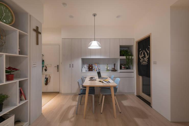 觀渡:  餐廳 by 耀昀創意設計有限公司/Alfonso Ideas