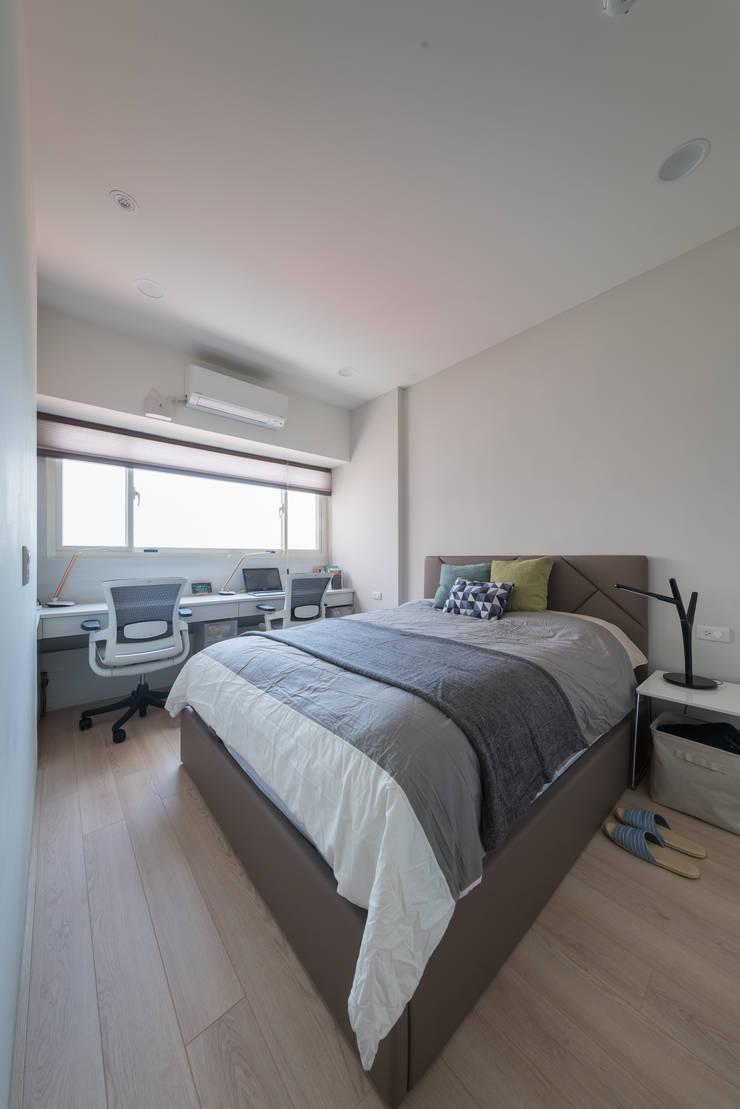 觀渡:  臥室 by 耀昀創意設計有限公司/Alfonso Ideas