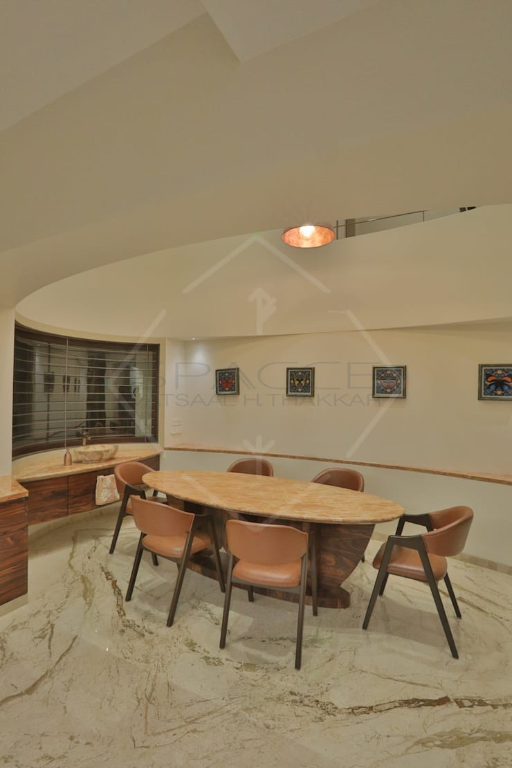 ellipse and more..:  Dining room by SPACCE INTERIORS
