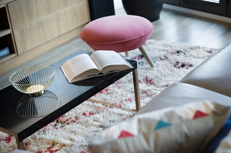 Living room by Egue y Seta, Eclectic