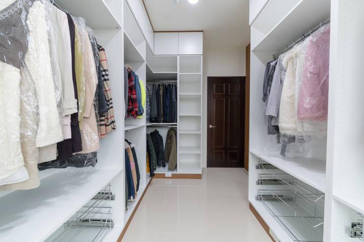 開放式衣物間:  更衣室 by 藏私系統傢俱