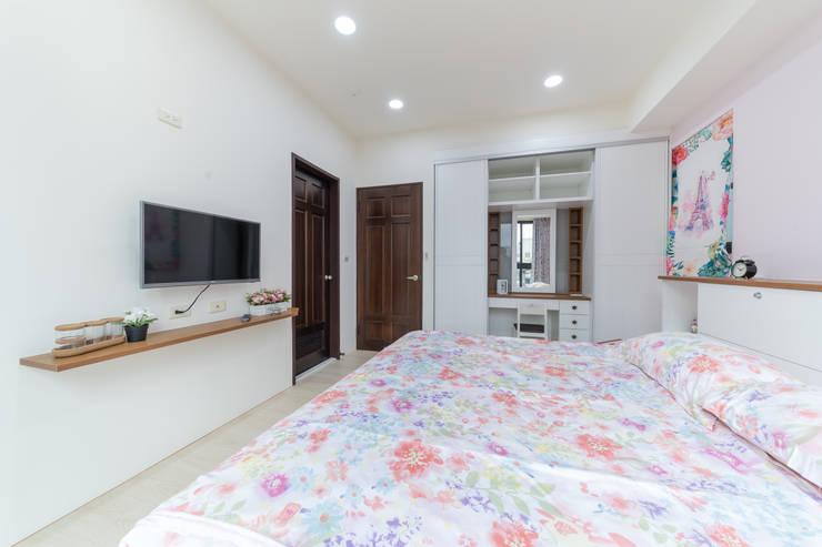 電視置物小層板:  臥室 by 藏私系統傢俱