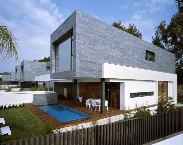 Rumah tinggal  by Haritsah Tutuko - homify