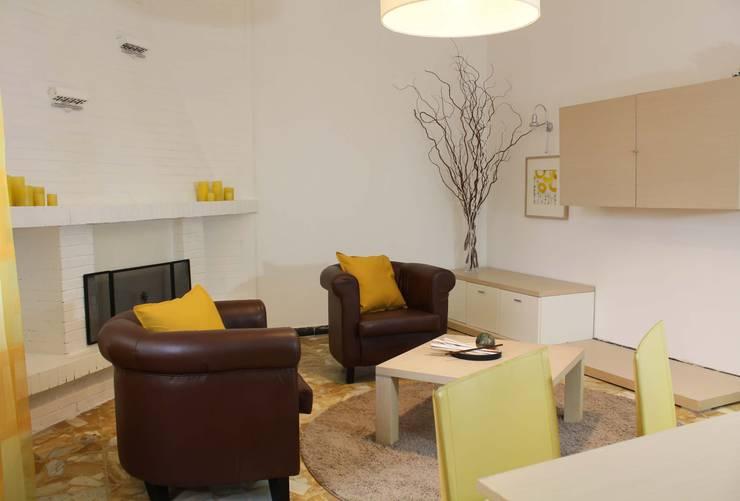 Home Staging di appartamento in condominio indipendente- Roma:  in stile  di Creattiva Home ReDesigner  - Consulente d'immagine immobiliare