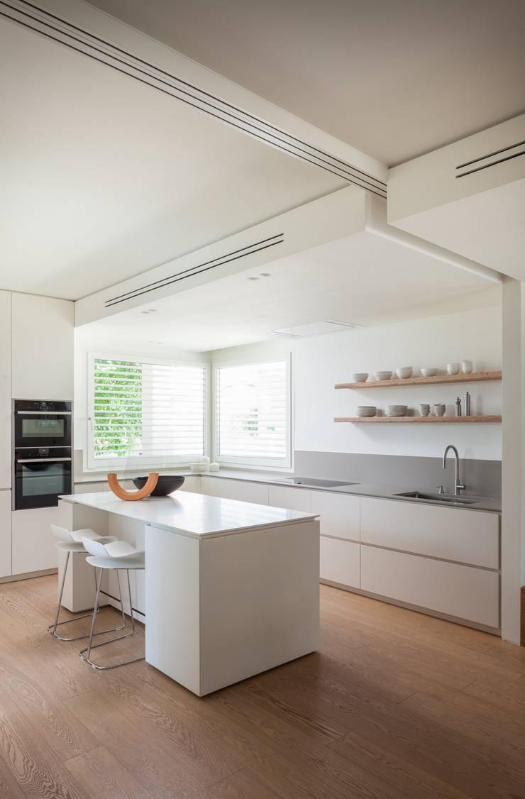 Dapur oleh Didonè Comacchio Architects, Minimalis Keramik