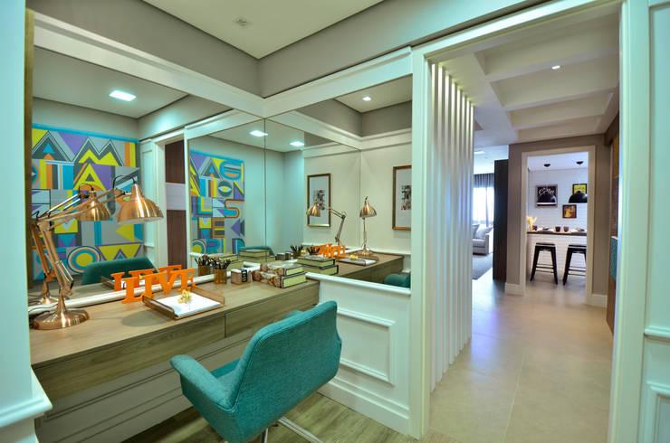 Apartamento Modelo Elegante: Escritórios  por BG arquitetura | Projetos Comerciais