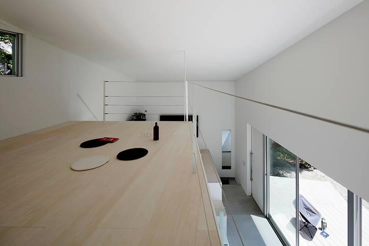 Projekty,  Sypialnia zaprojektowane przez 稲山貴則 建築設計事務所